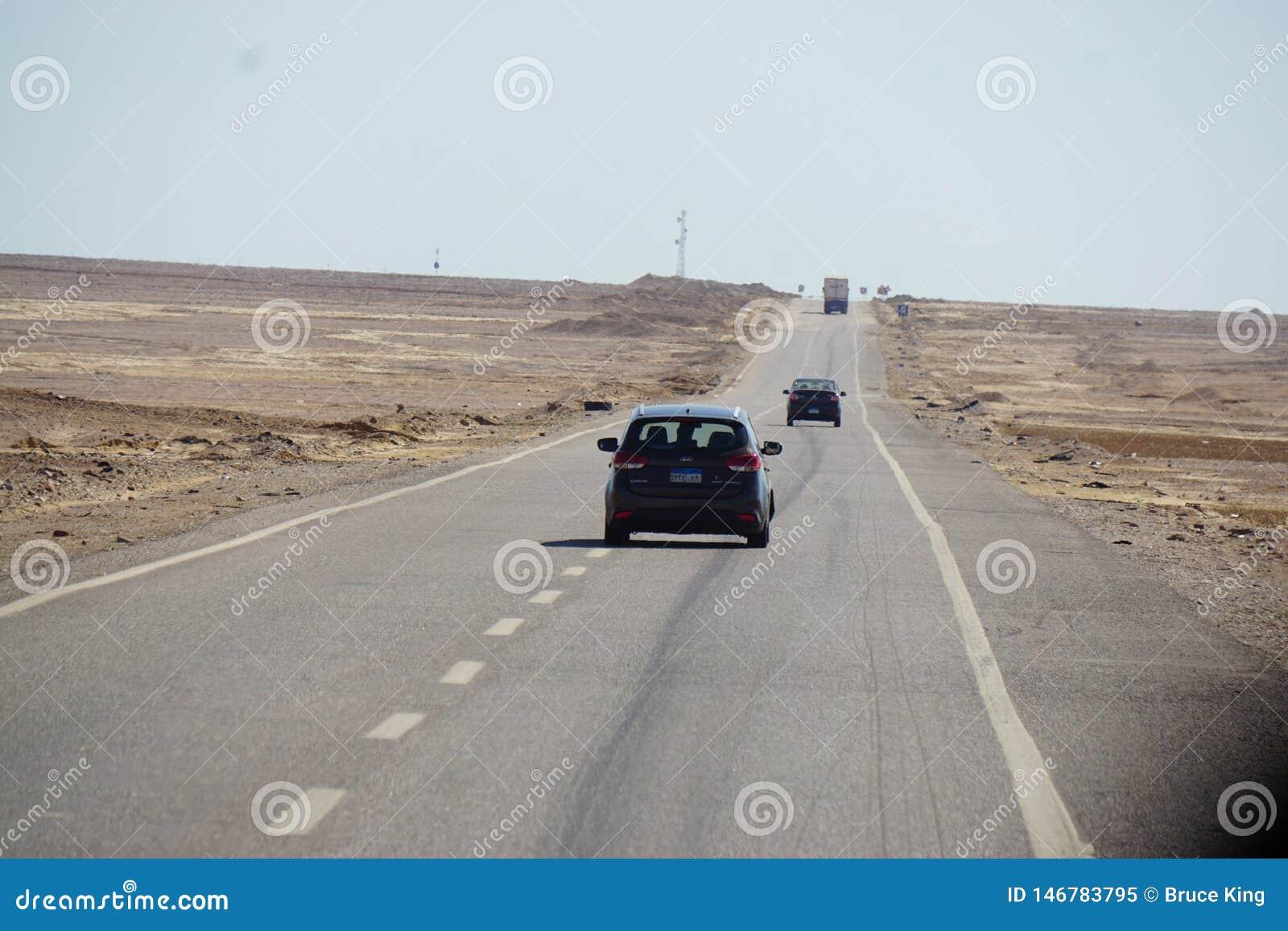 Οδήγηση αυτοκινήτων στο δρόμο ερήμων