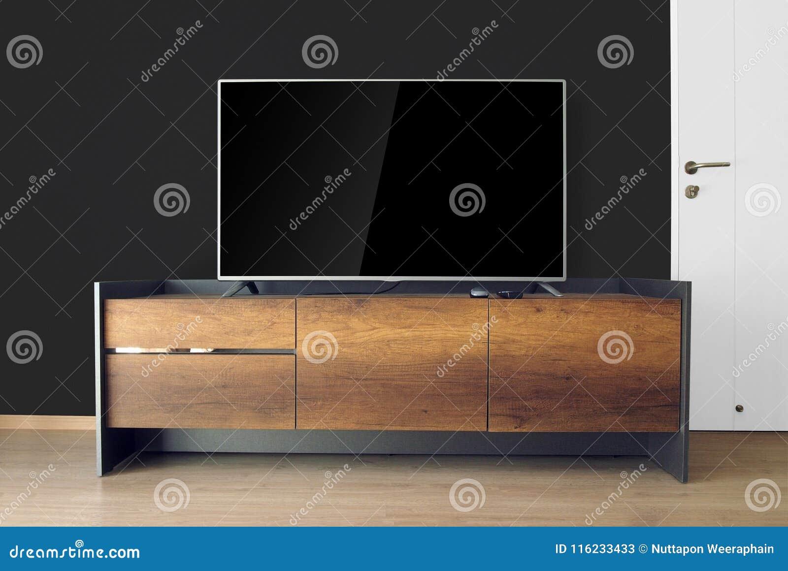 Οδηγημένη TV στη στάση TV στο κενό δωμάτιο με το μαύρο τοίχο διακοσμήστε στο lo