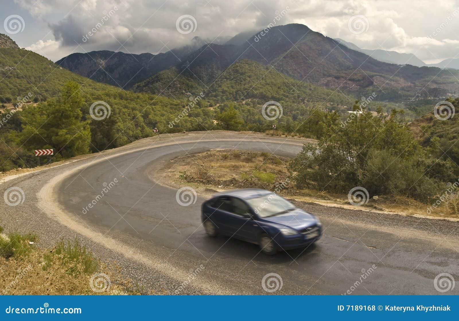 οδικό serpentine βουνών αυτοκινήτων