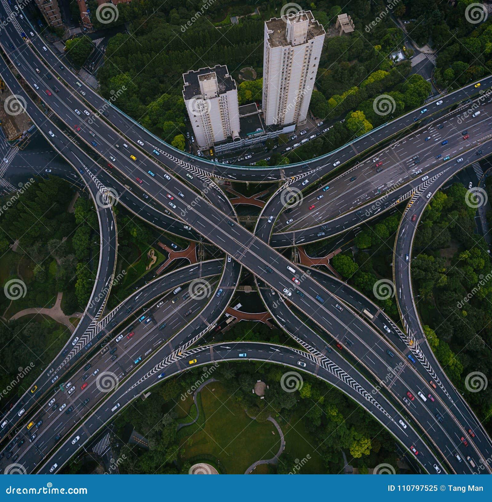Οδοί και διατομές της Σαγκάη