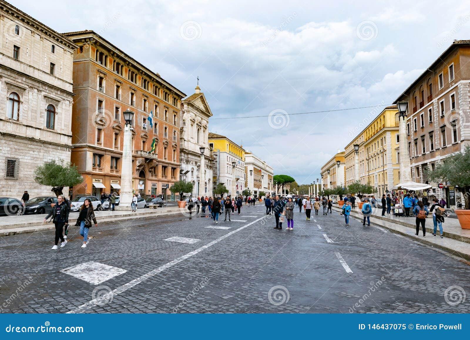 Οδοί κυβόλινθων της Ρώμης ακριβώς έξω από το τετράγωνο του ST Peter και τη βασιλική του ST Peter στη πόλη του Βατικανού, Ρώμη, Ιτ