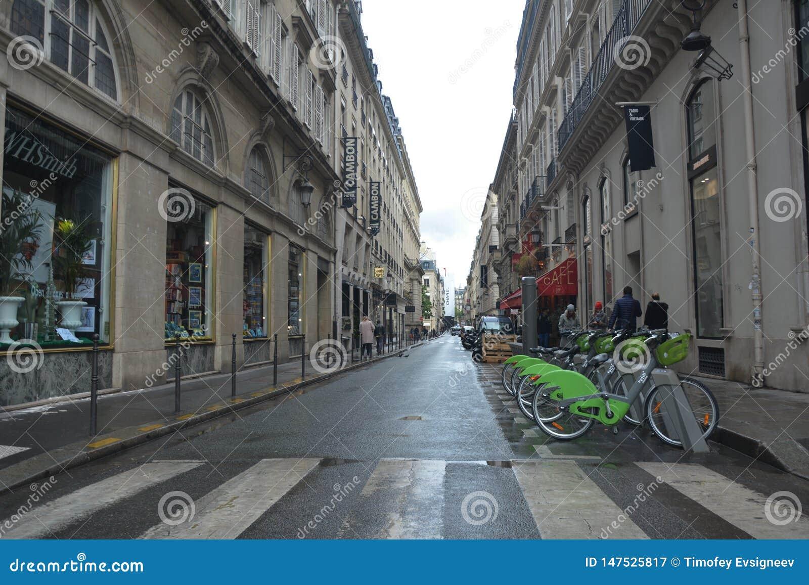 Οδός στο Παρίσι r Μια προοπτική σημείου