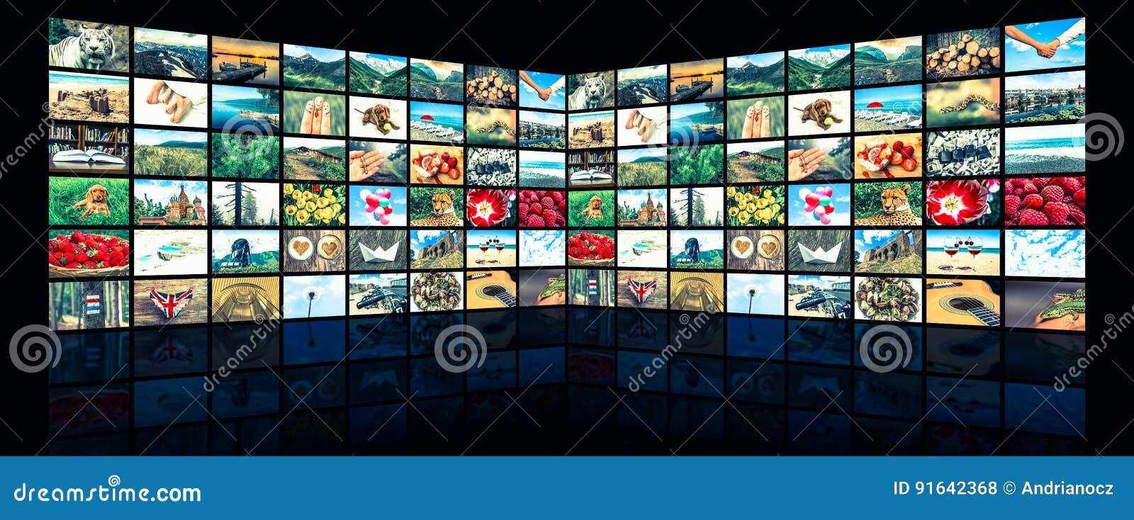 Οθόνες που διαμορφώνουν έναν μεγάλο τηλεοπτικό τοίχο ραδιοφωνικής μετάδοσης πολυμέσων