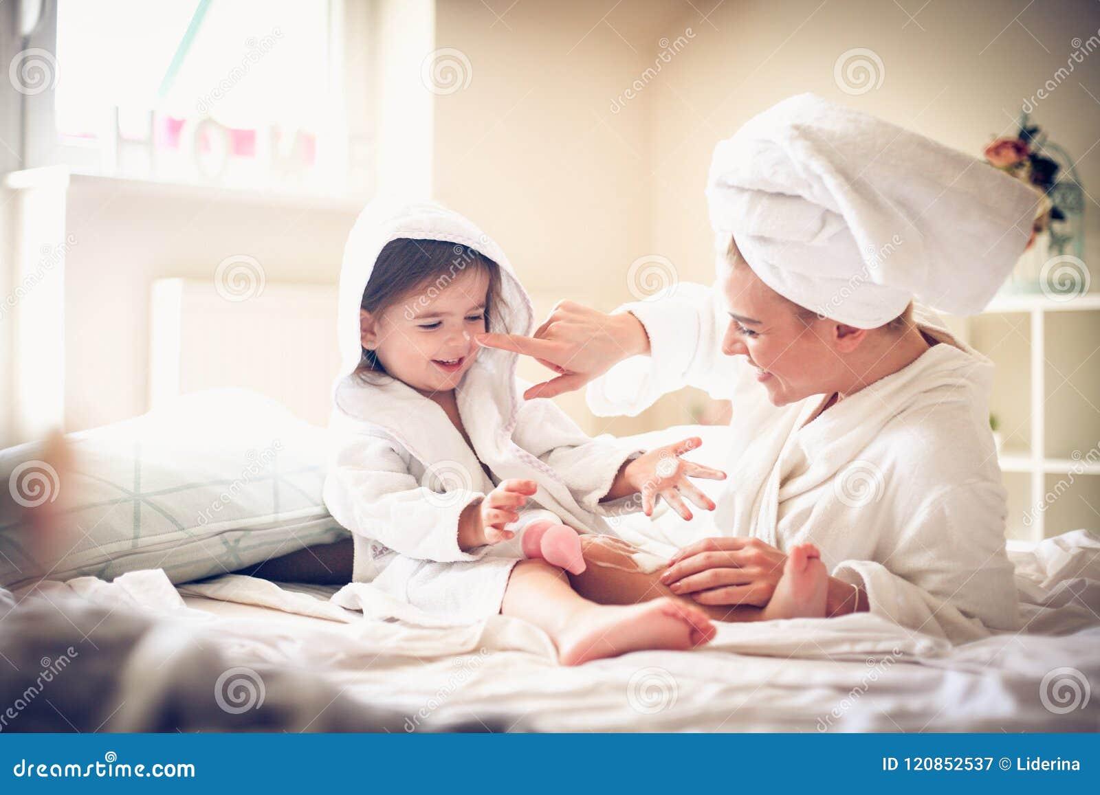 οικογένεια ευτυχής Μητέρα και κόρη