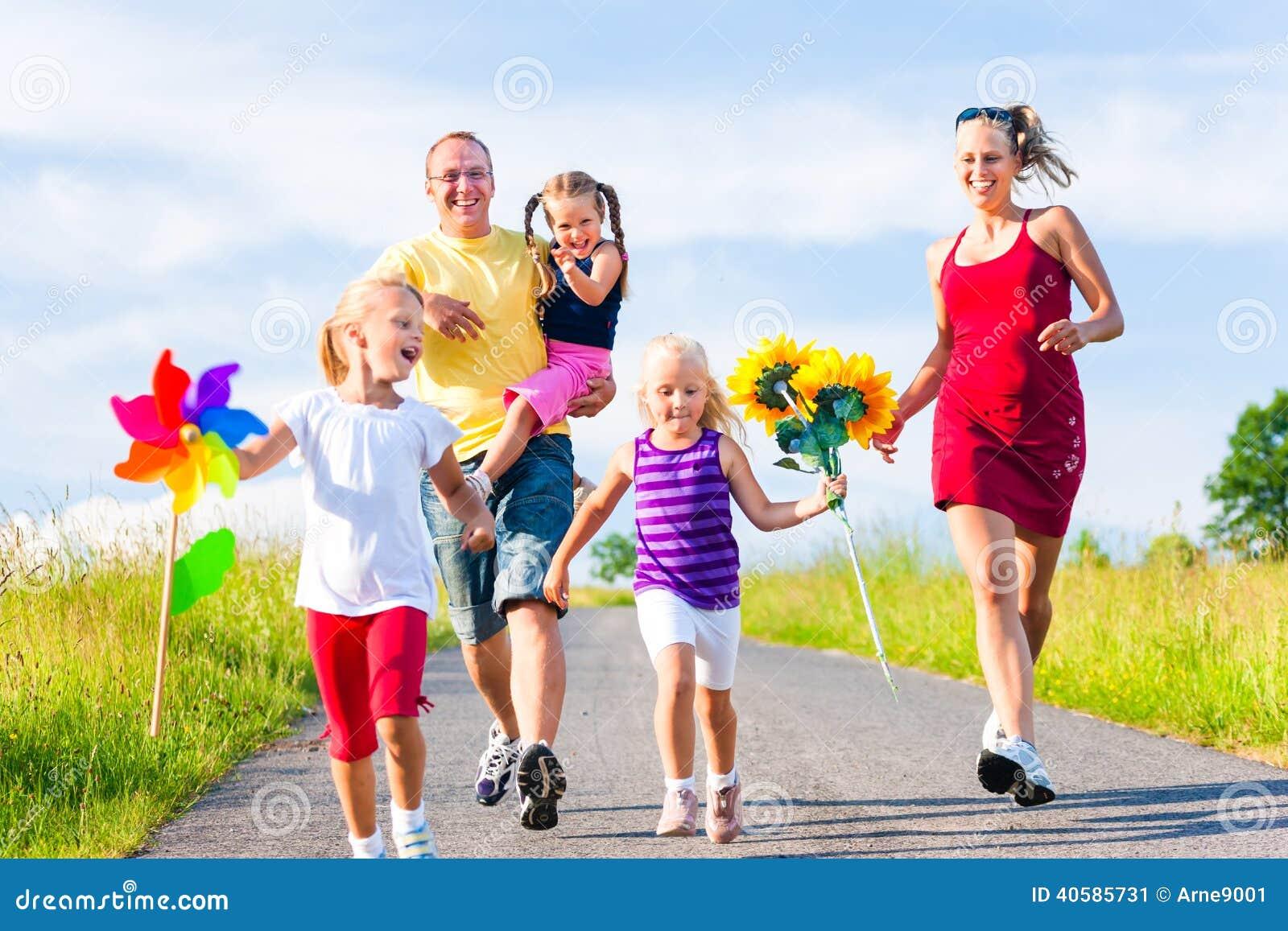 Οικογένεια με τρία παιδιά