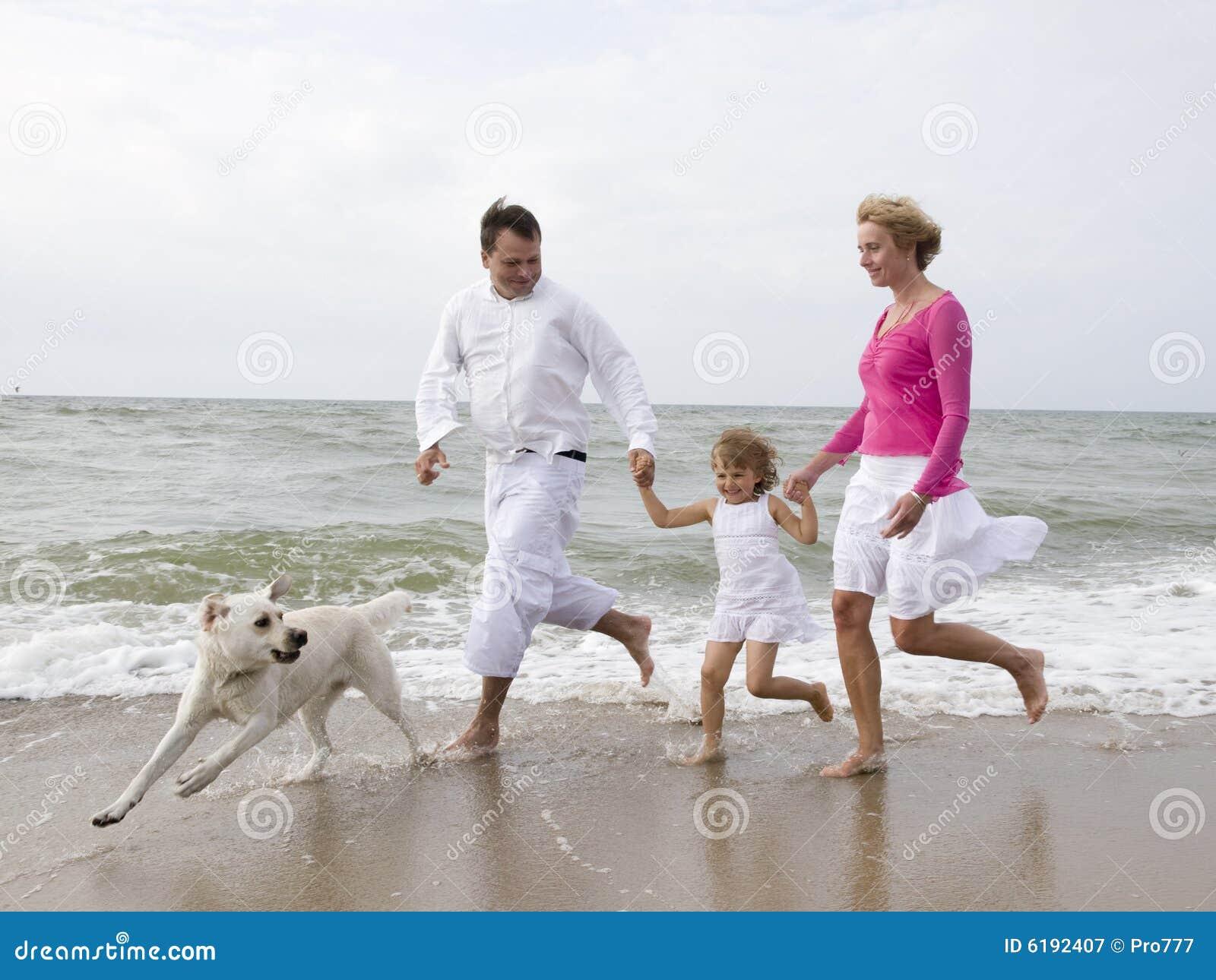 οικογένεια παραλιών ευτυχής