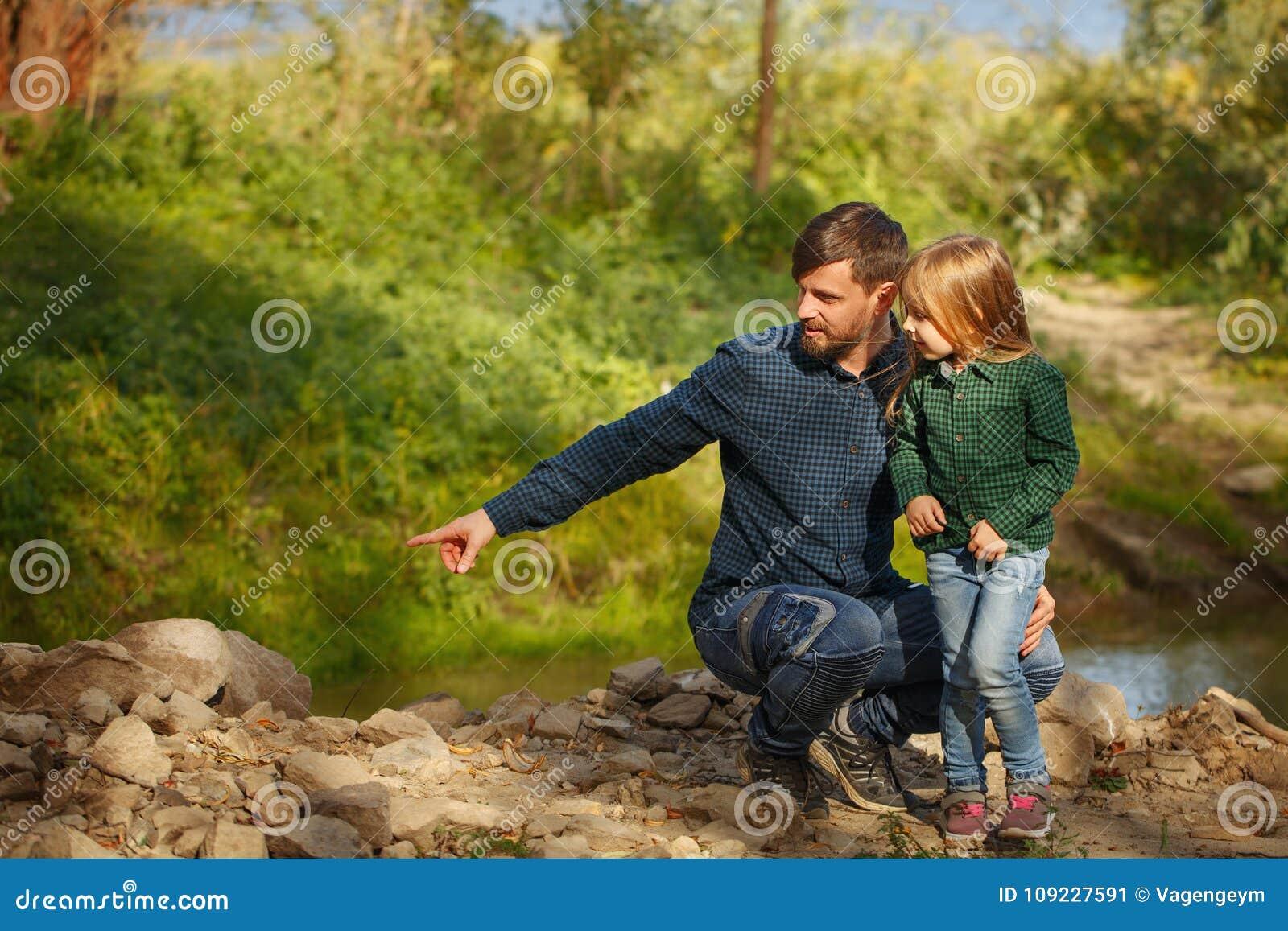 Οικογένεια Πατέρας και κόρη από τον ποταμό