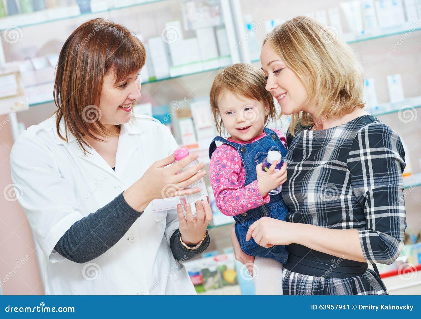 Οικογένεια στο φαρμακείο
