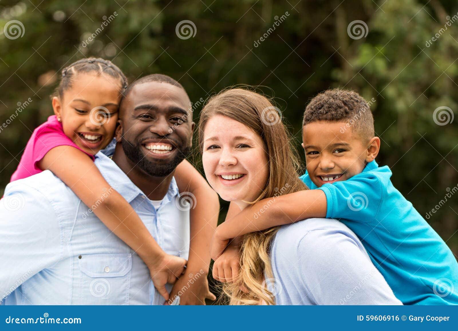 Οικογένεια Multicultral