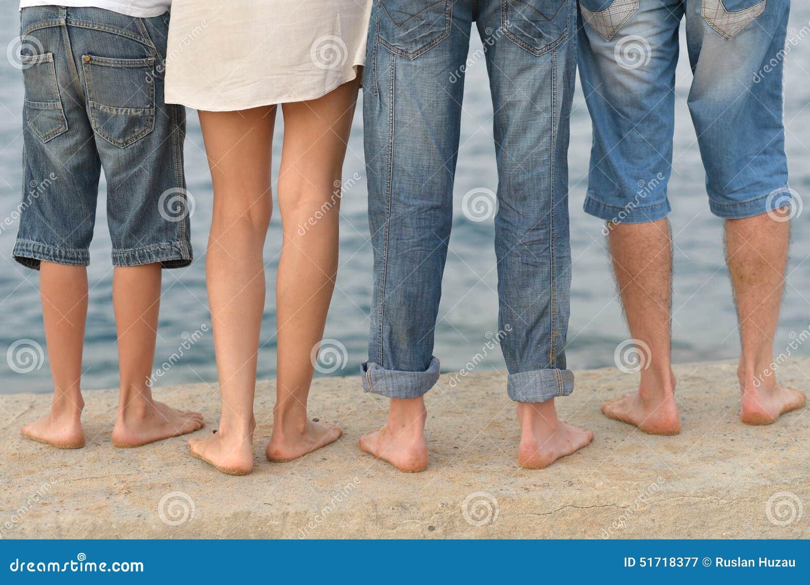 Οικογενειακά πόδια στην παραλία
