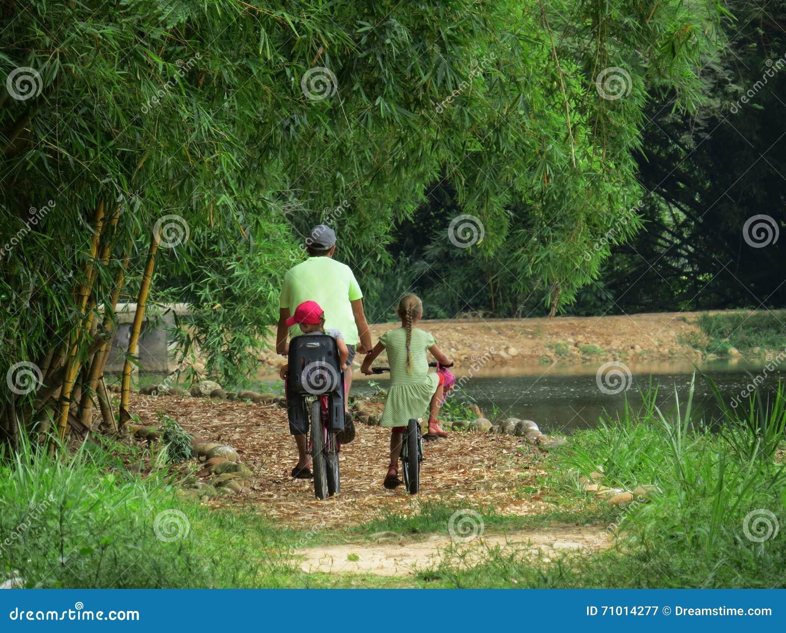 Οικογενειακοί γύροι στο πάρκο ποδηλάτων