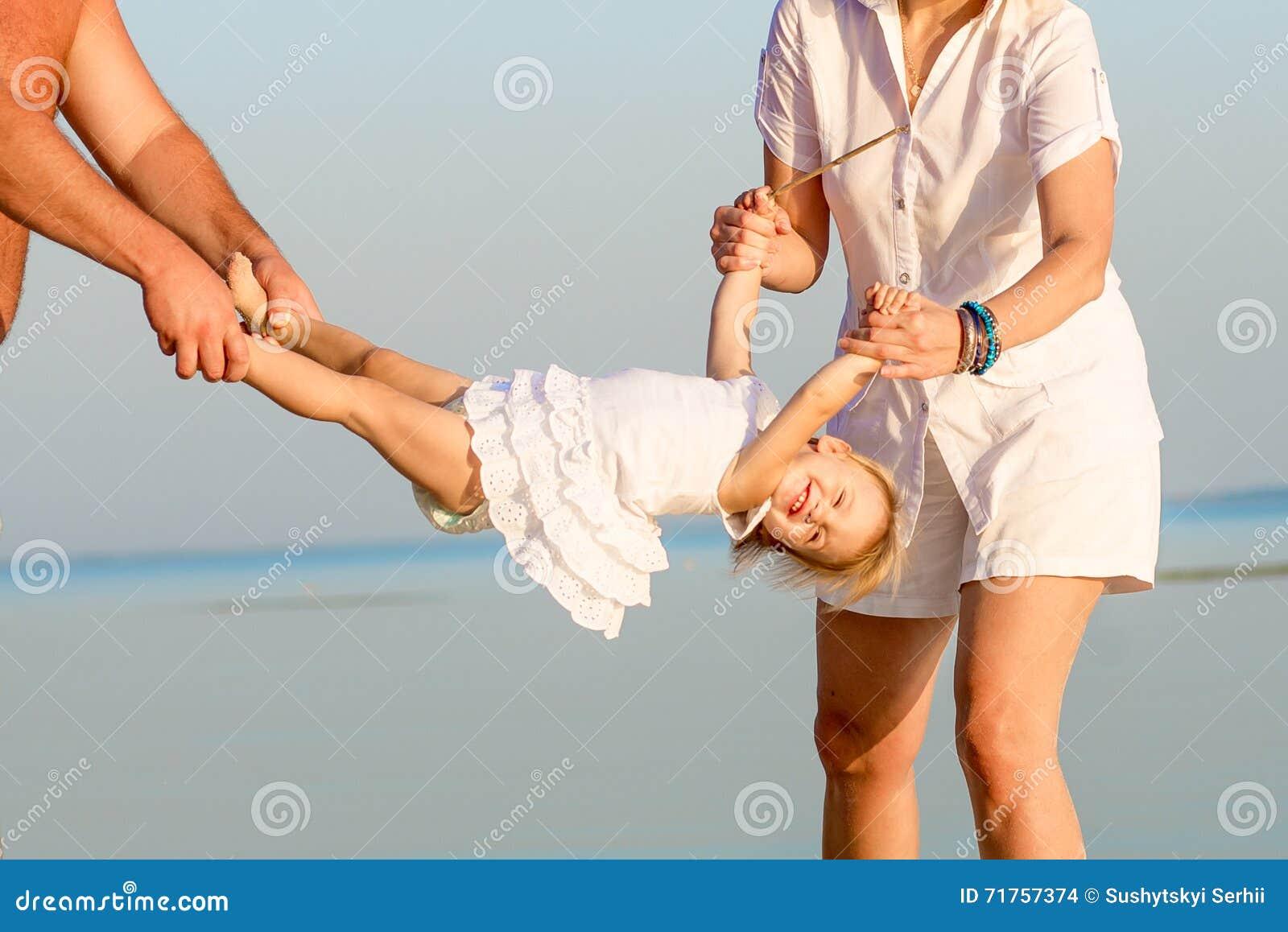 Οικογενειακό παιχνίδι στην παραλία