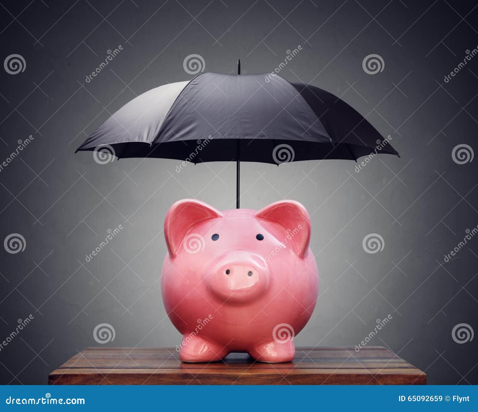 Οικονομική ασφάλεια ή piggy τράπεζα προστασίας με την ομπρέλα
