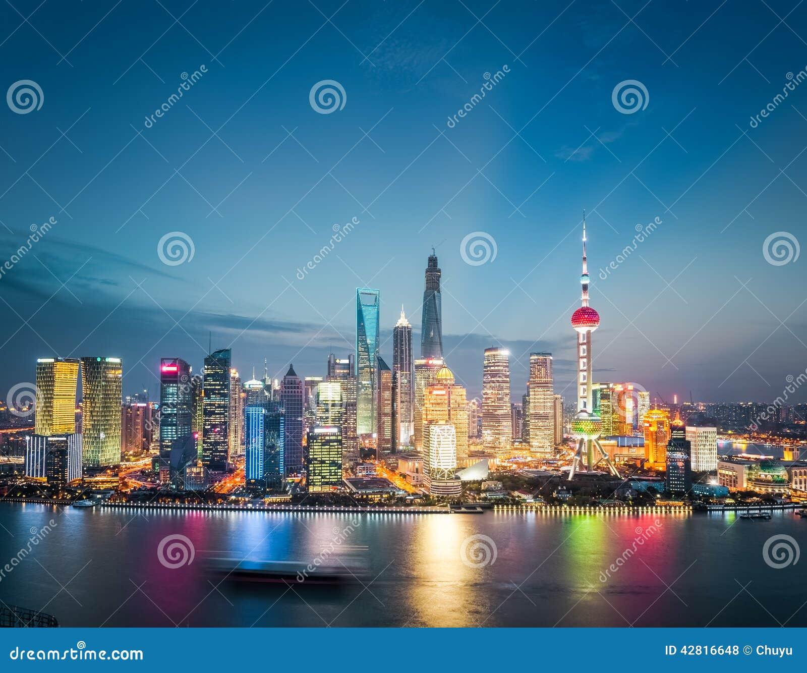 Οικονομικός ορίζοντας περιοχής της Σαγκάη στο σούρουπο