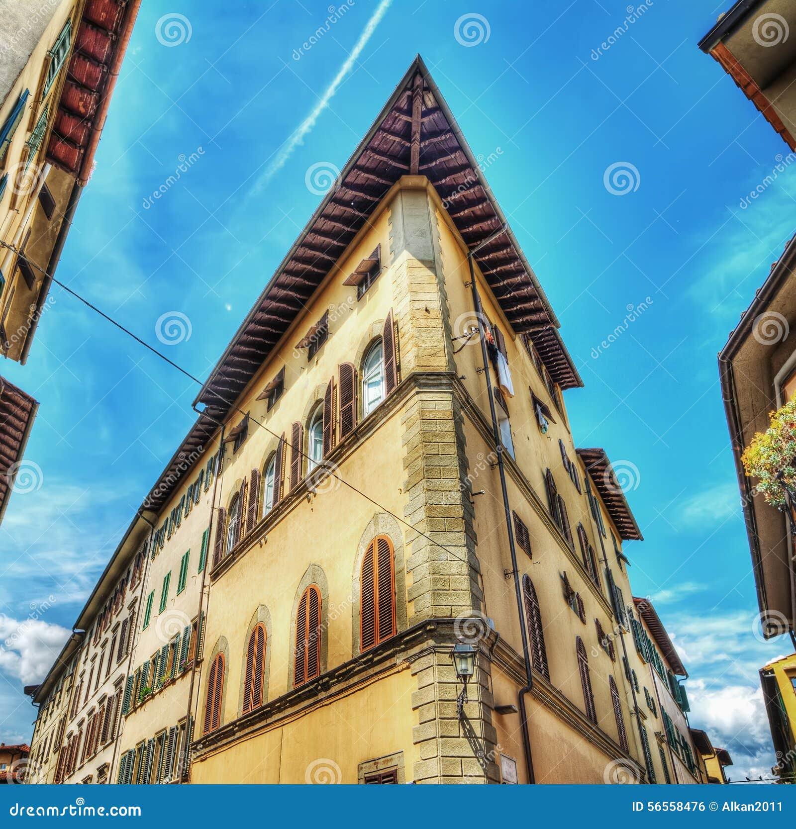 Download Οικοδόμηση που βλέπει από κάτω από στη Φλωρεντία Στοκ Εικόνες - εικόνα από ρωμανικός, φλωρεντία: 56558476