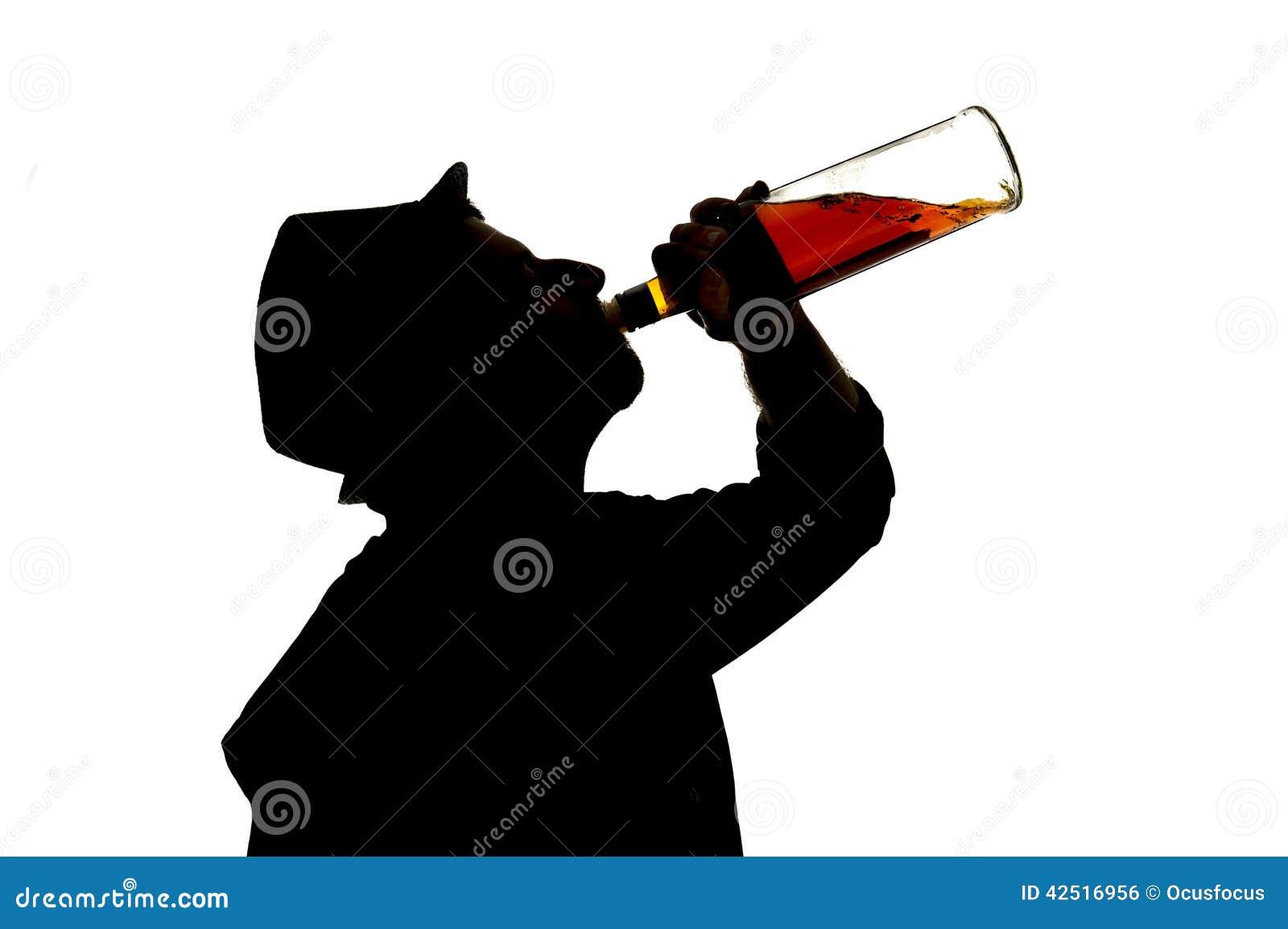 Οινοπνευματώδες πιωμένο μπουκάλι ουίσκυ κατανάλωσης ατόμων στη σκιαγραφία εθισμού οινοπνεύματος