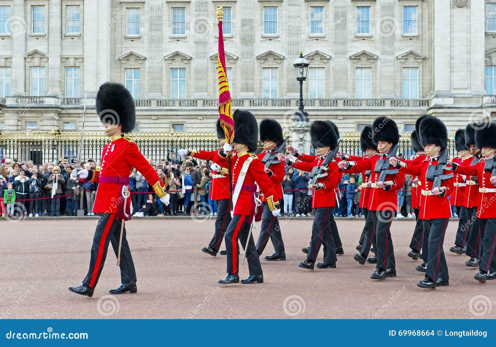 Οι βασιλικές φρουρές, Λονδίνο