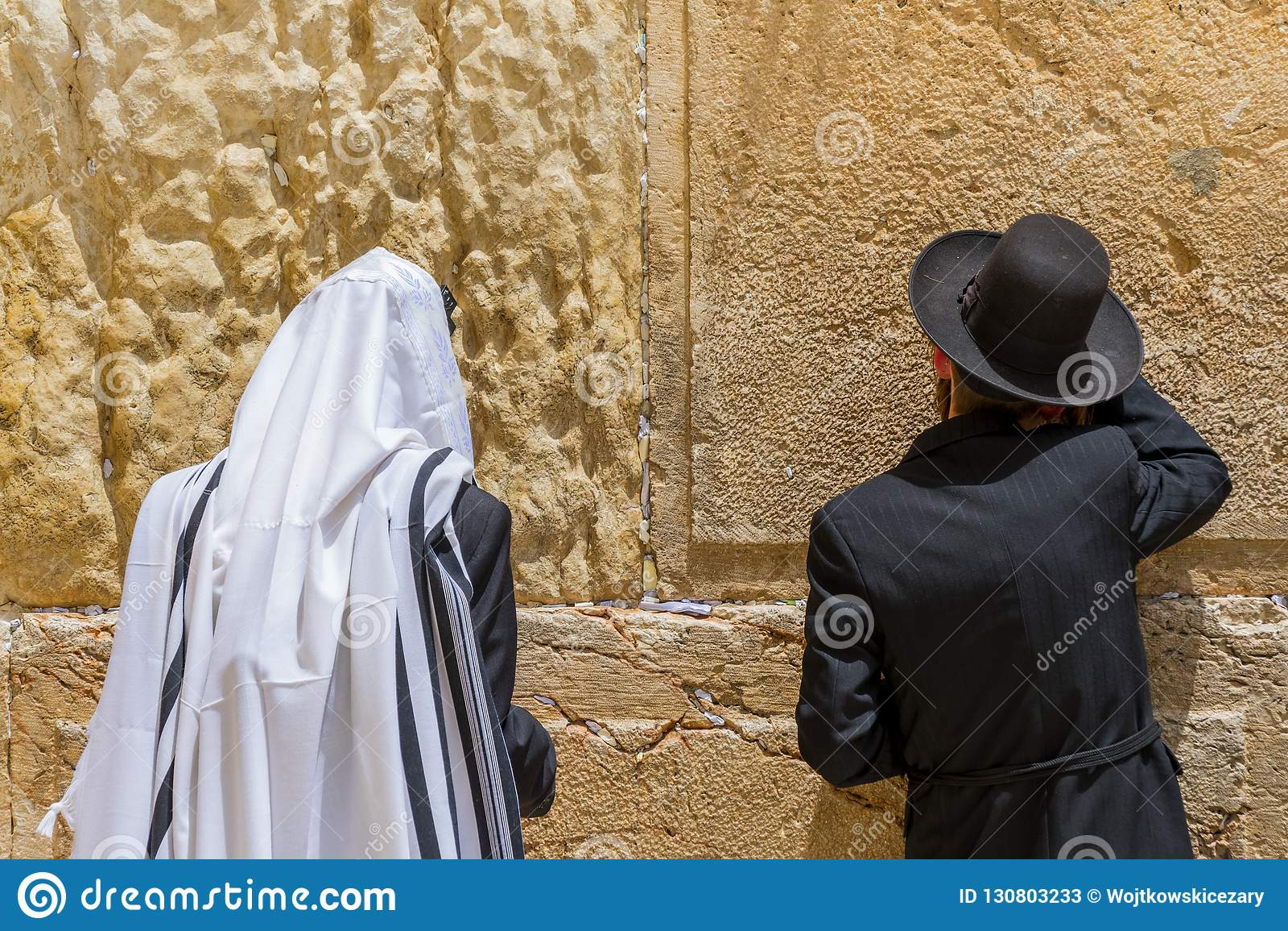 οι Εβραίοι του Ισραήλ Ιερουσαλήμ ορθόδοξοι προσεύχονται το θρησκευτικό τοίχο δυτικό Ισραήλ Ιερουσαλήμ