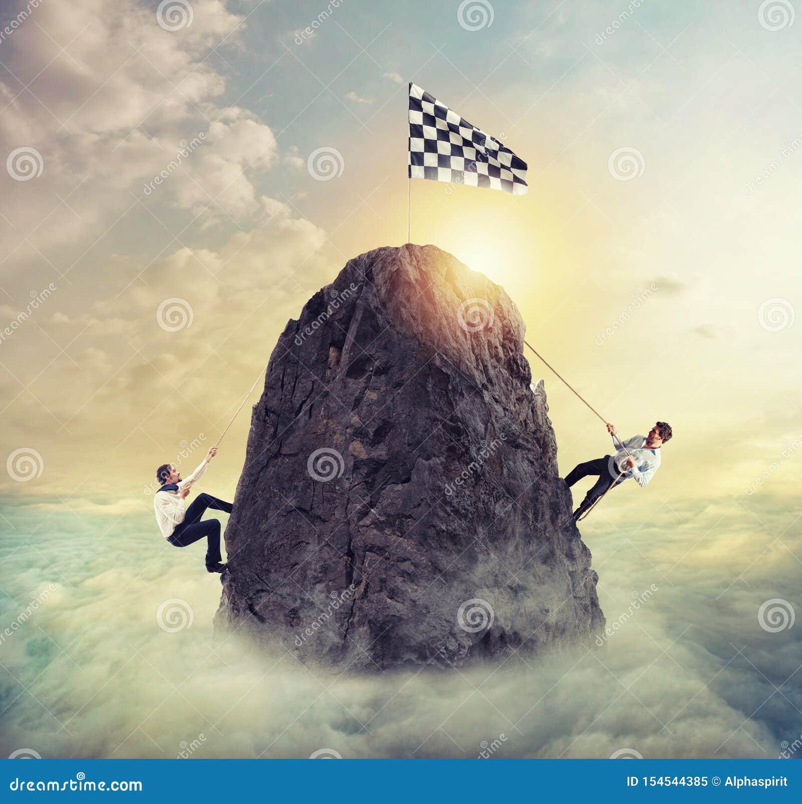 Οι επιχειρηματίες προσπαθούν να επιτύχουν το στόχο Δύσκολη έννοια σταδιοδρομίας και conpetition