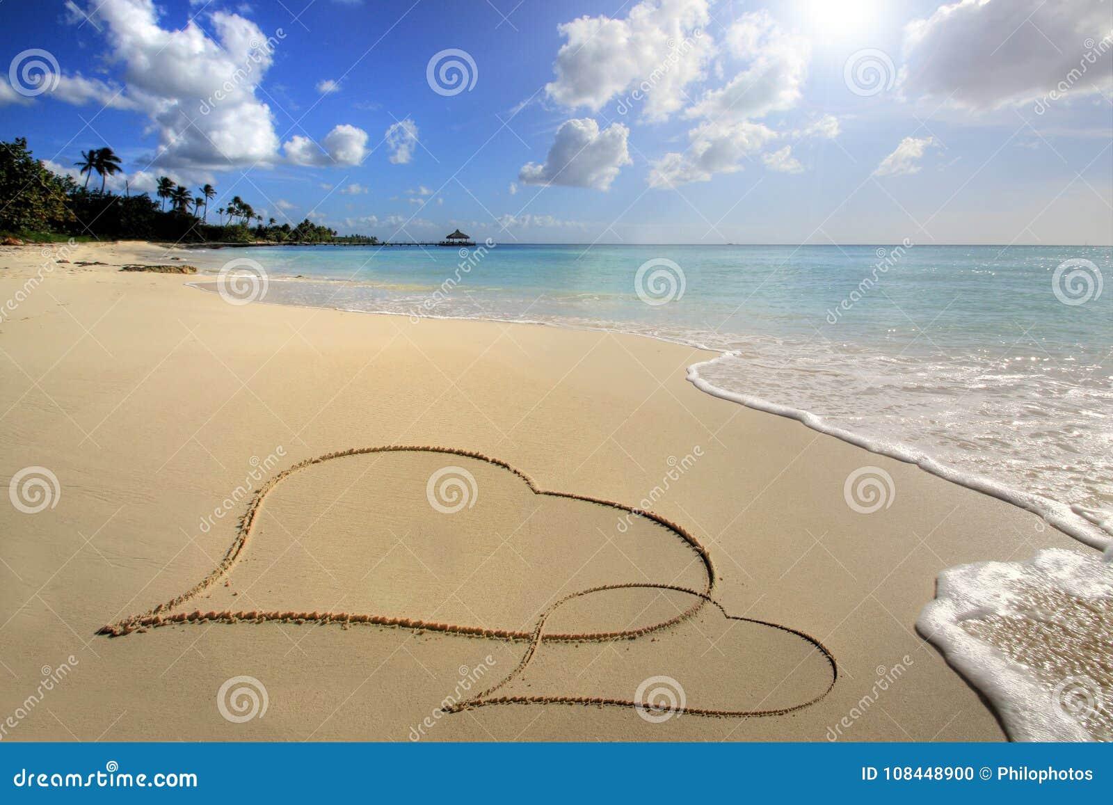 οι καρδιές στρώνουν με άμμ&omi