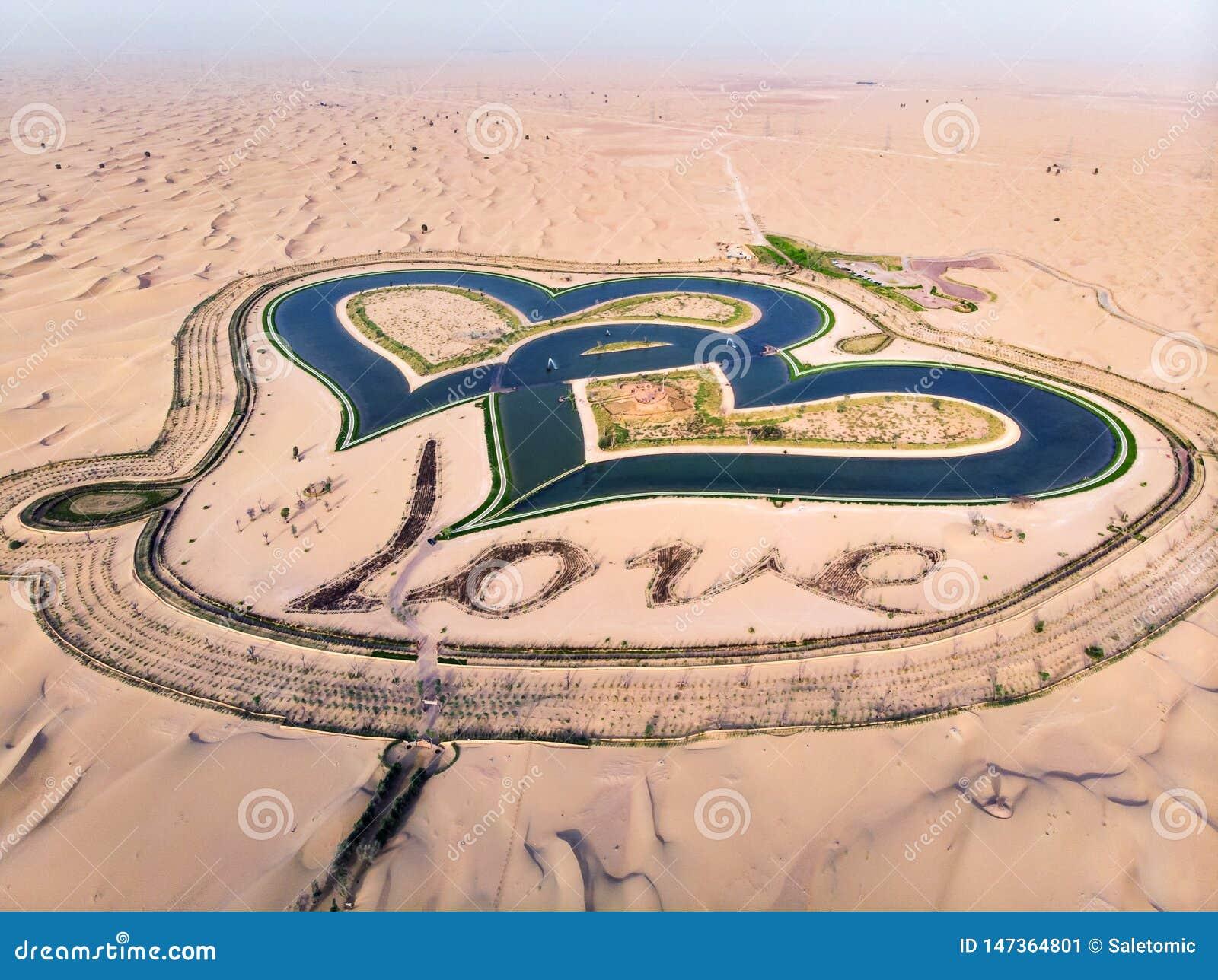 Οι λίμνες αγάπης μορφής καρδιών στο Ντουμπάι εγκαταλείπουν την εναέρια άποψη