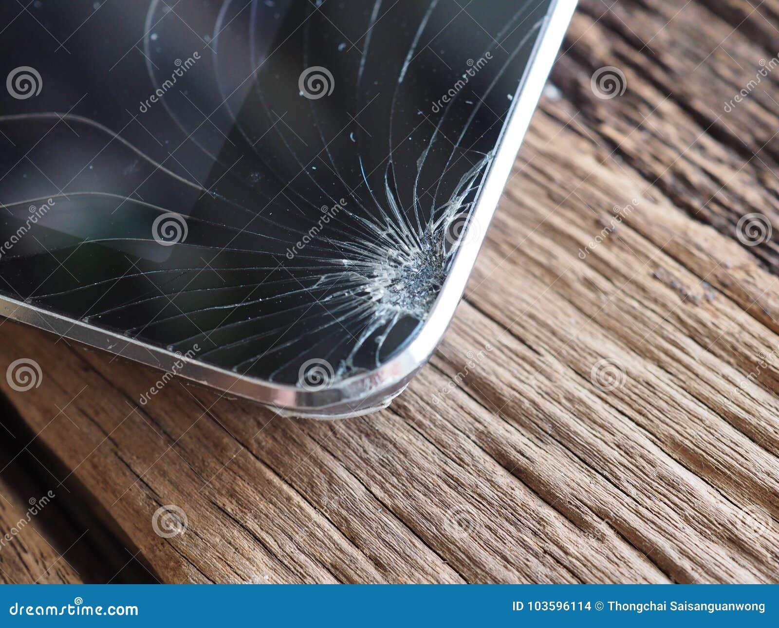 Οι οθόνες Smartphone σπάζουν από το μειωμένο έδαφος και τη διαστημική συμφωνία με την έννοια της τεχνολογίας ατυχήματος, ασφάλεια
