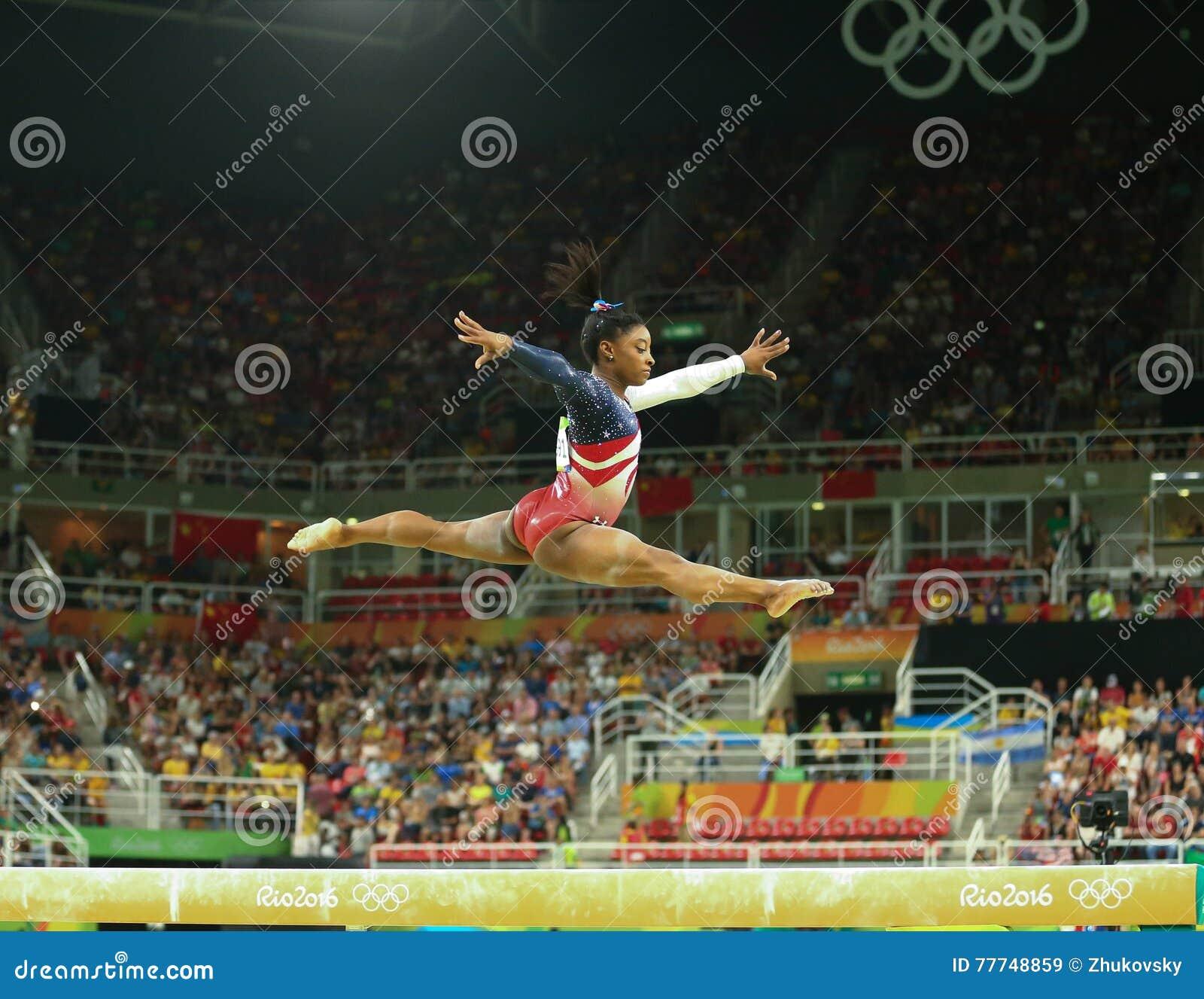 Οι ολυμπιακές χολές της Simone πρωτοπόρων των Ηνωμένων Πολιτειών ανταγωνίζομαι στην ακτίνα ισορροπίας στην ολόγυρη γυμναστική ομά