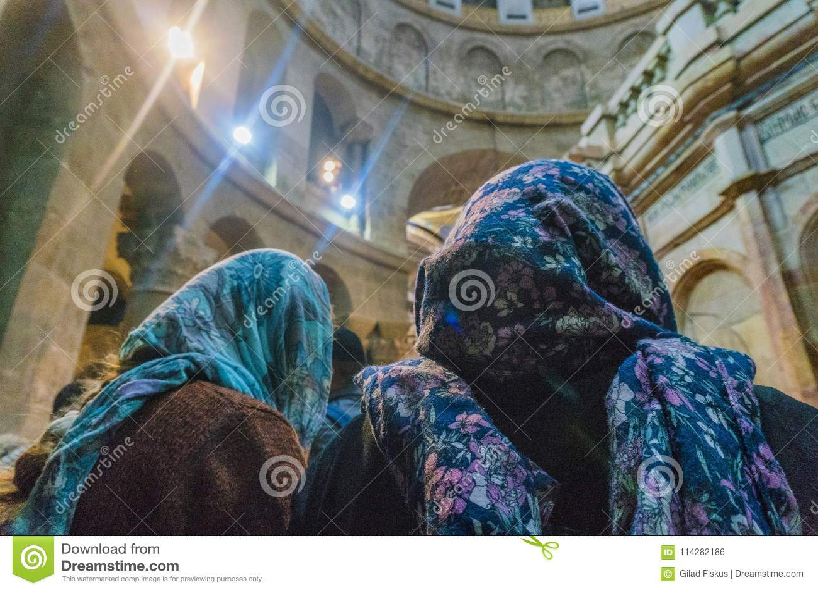 Οι προσκυνητές λατρεύουν τον Ιησού Χριστό στις Ορθόδοξες Εκκλησίες στην Ιερουσαλήμ κατά τη διάρκεια των διακοπών Πάσχας