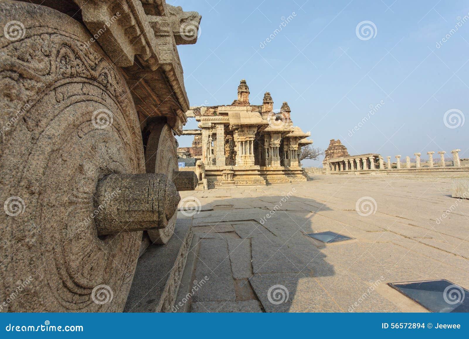 Download Οι πλούσιοι χάρασαν το άρμα πετρών μέσα στον ινδό ναό Vittala στην αρχαία περιοχή Hampi, Karnataka, Ινδία Στοκ Εικόνες - εικόνα από μέσα, ήλιος: 56572894