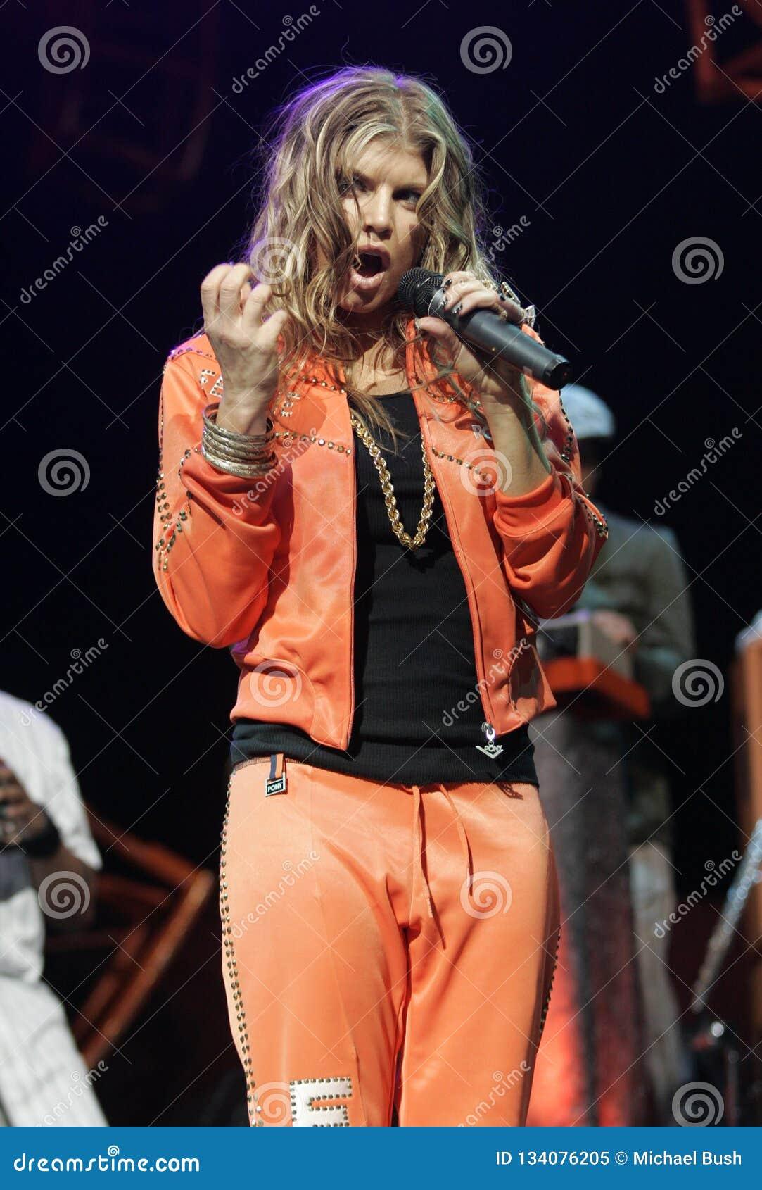 Οι Black Eyed Peas αποδίδουν στη συναυλία