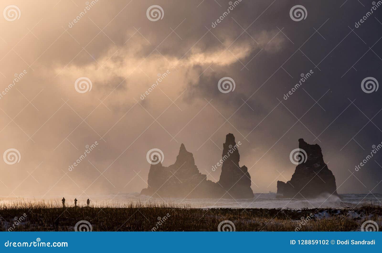 Οι Troll βράχοι σε Vik, Ισλανδία