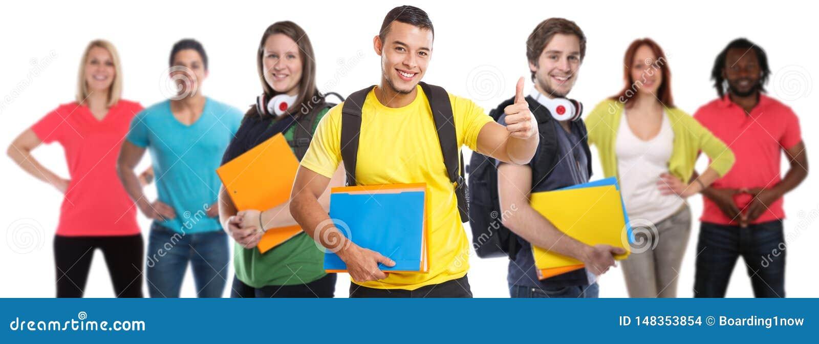 Ομάδα επιτυχών αντίχειρων επιτυχίας νέων φοιτητών πανεπιστημίου σπουδαστών επάνω στην εκπαίδευση που απομονώνεται στο λευκό