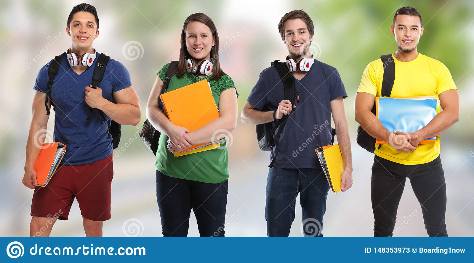 Ομάδα νέων πόλης εμβλημάτων εκπαίδευσης μελέτης σπουδαστών
