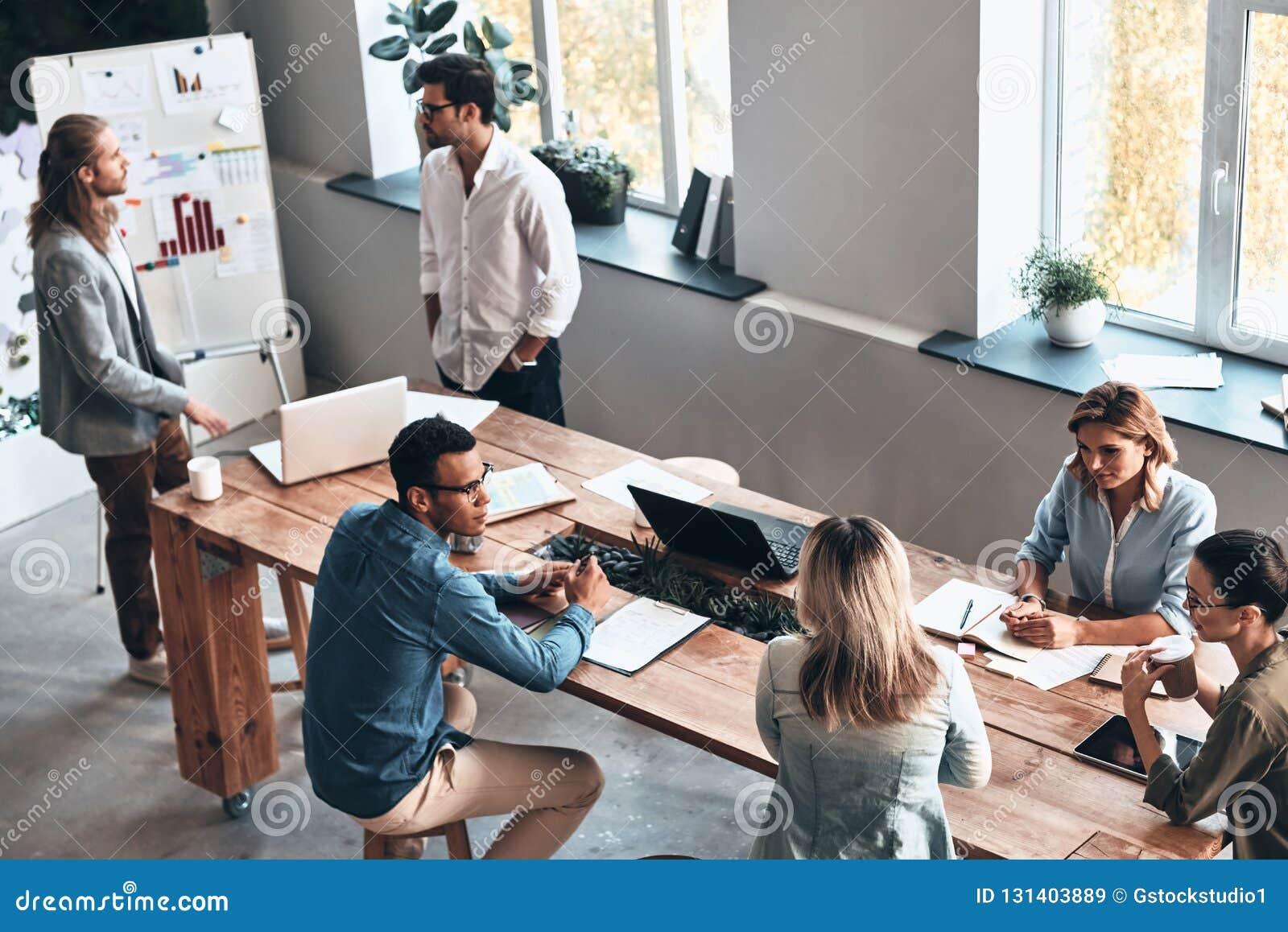 Ομάδα στην εργασία
