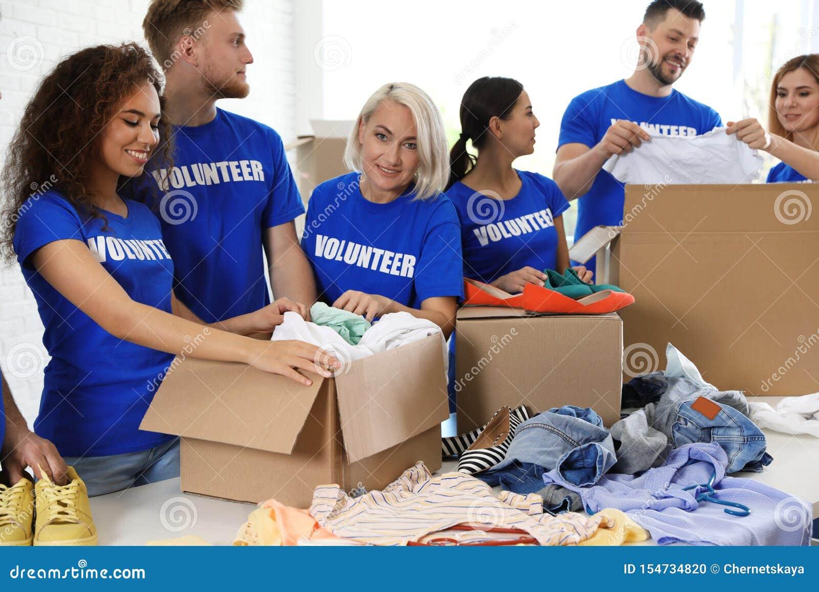 Ομάδα των εθελοντών που συλλέγουν τις δωρεές στα κιβώτια