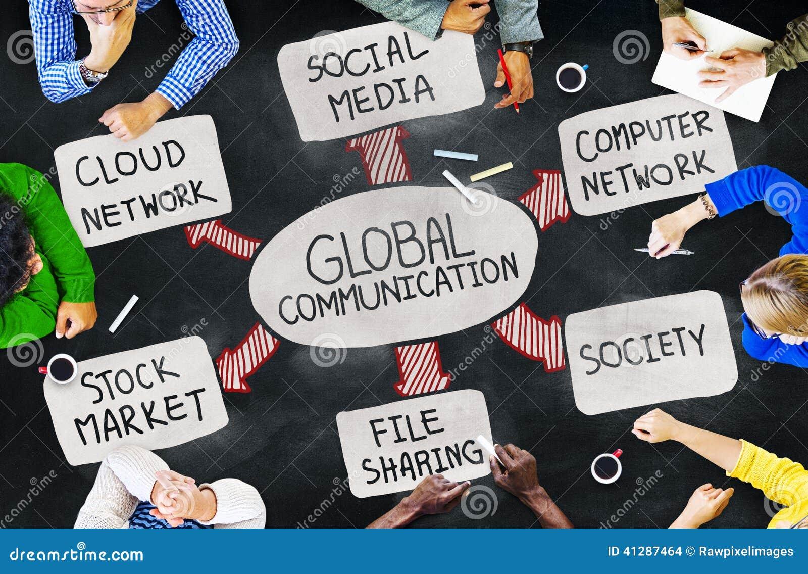 Ομάδα ανθρώπων Multiethnic που συζητούν για τα παγκόσμια ζητήματα