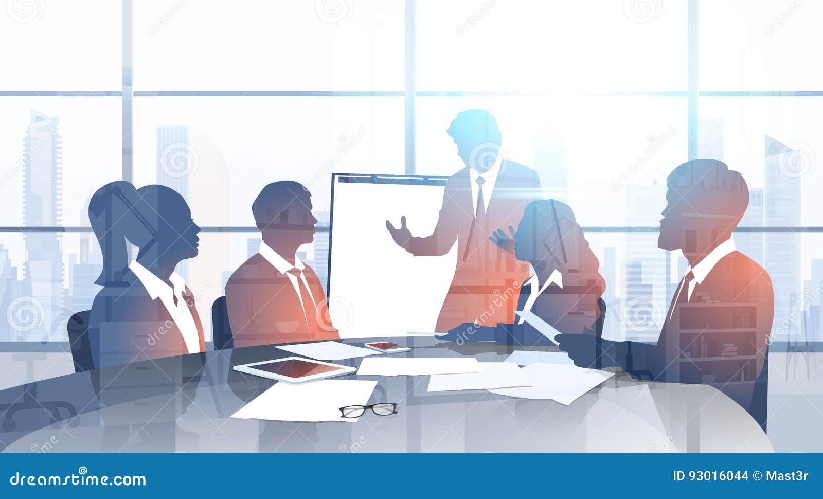 Ομάδα επιχειρηματιών σκιαγραφιών με την παρουσίαση  brainstorming  διασκέψεων κατάρτισης σεμιναρίου διαγραμμάτων κτυπήματος στο σ