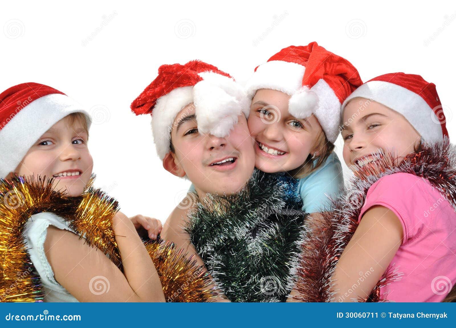 Ομάδα ευτυχών φίλων που γιορτάζουν τα Χριστούγεννα