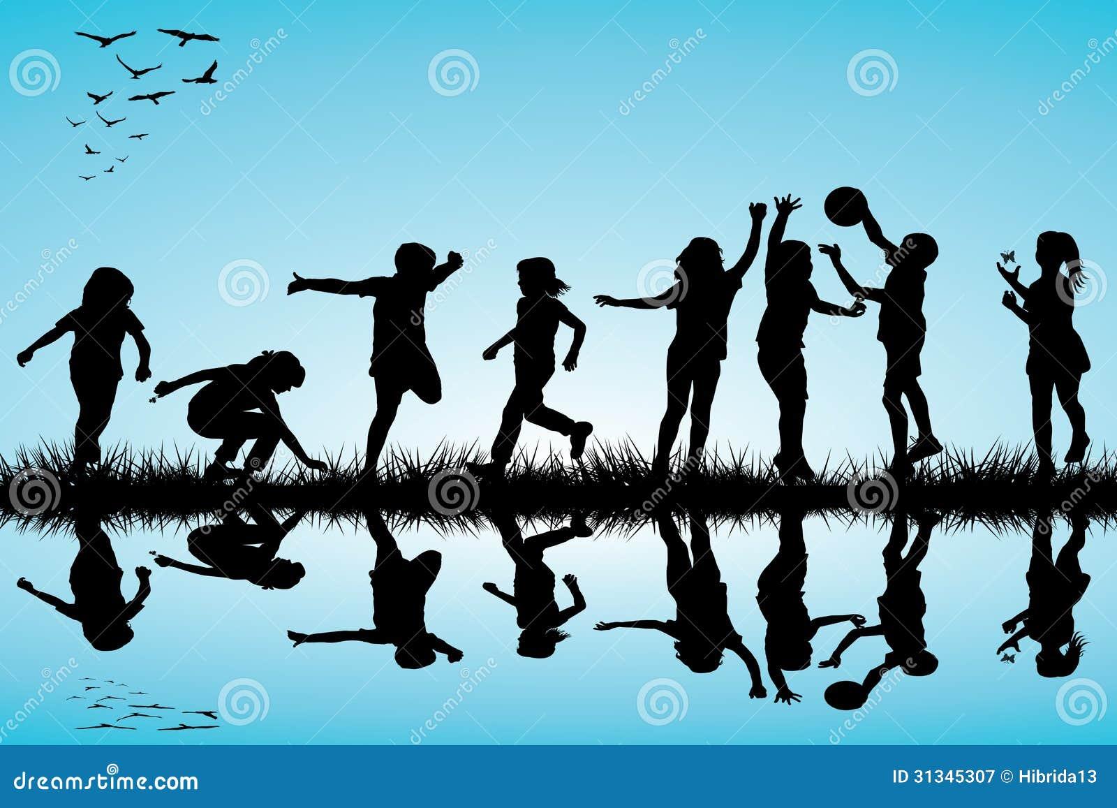 Ομάδα παιχνιδιού σκιαγραφιών παιδιών υπαίθριου