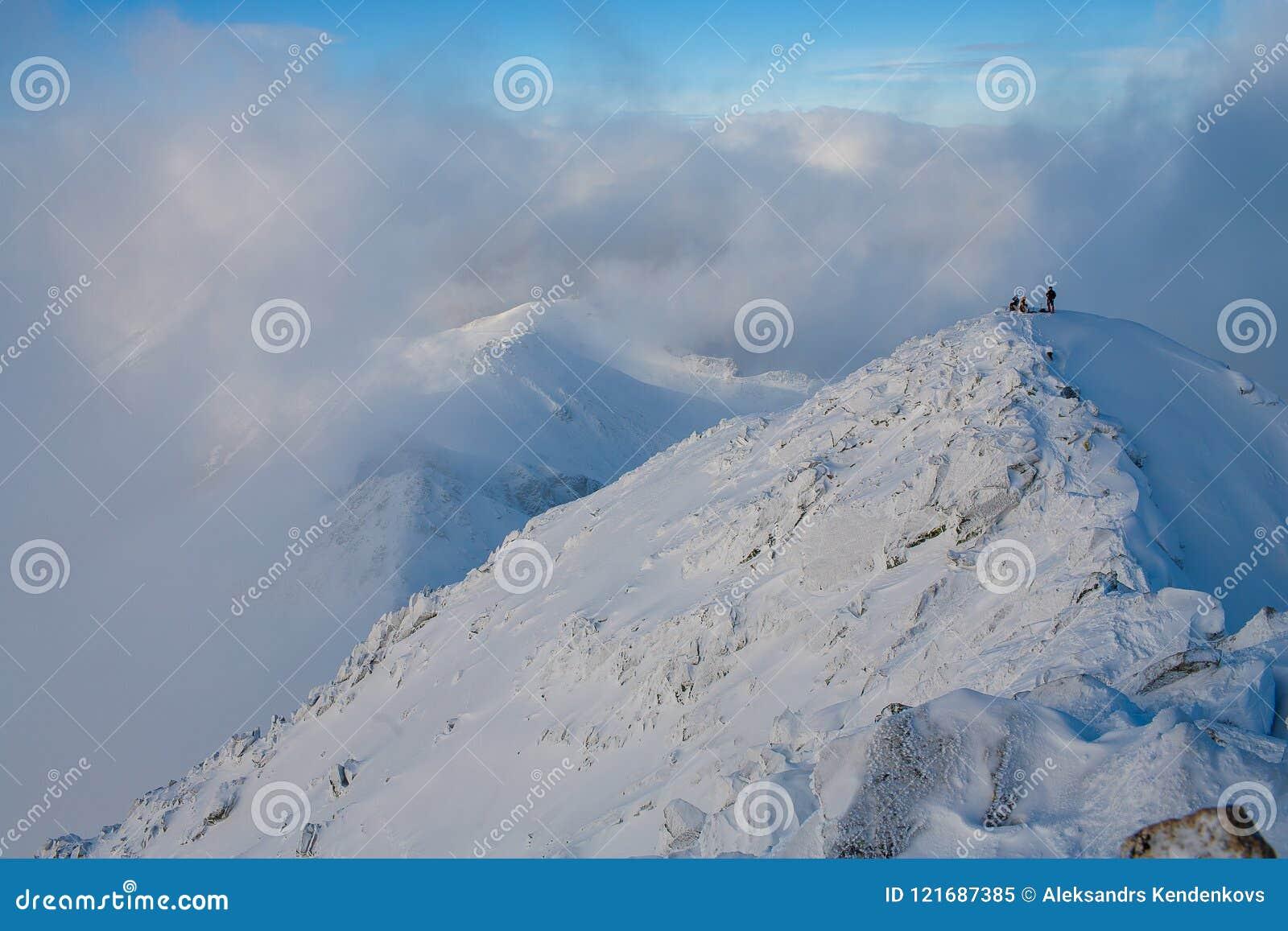 Ομαδική εργασία στον αλπινισμό ορειβασία Πέρασμα του βουνού