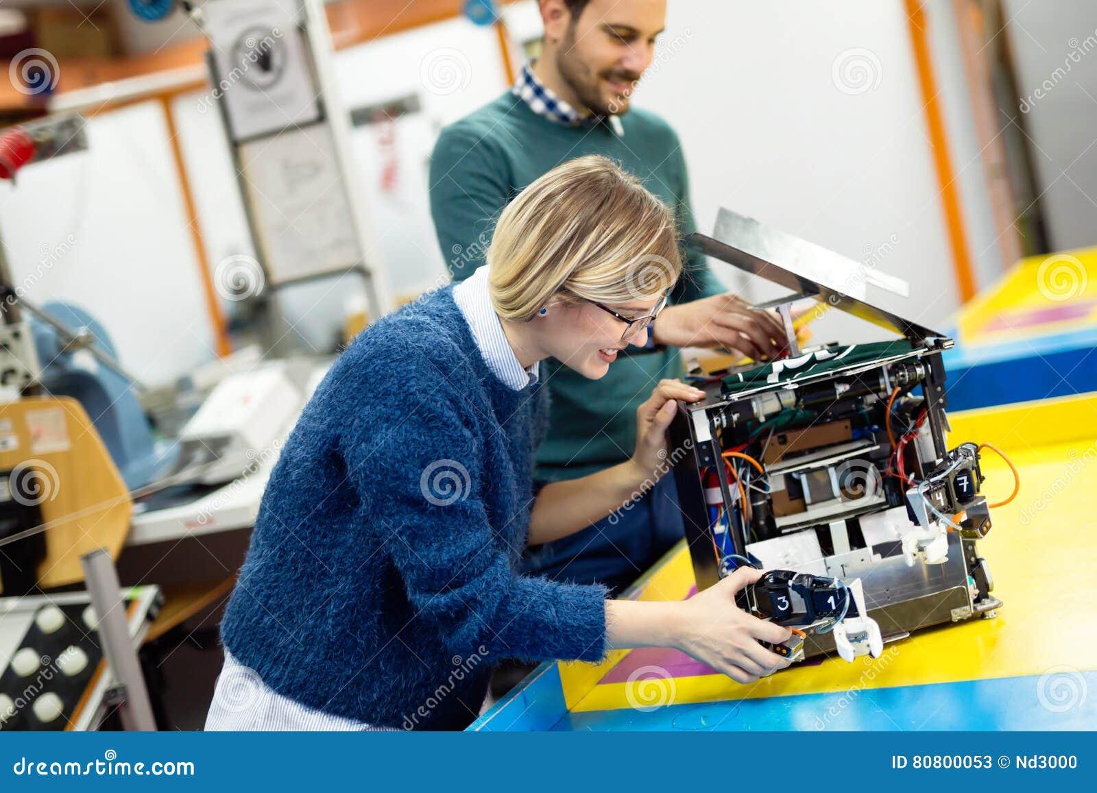Ομαδική εργασία κατηγορίας ρομποτικής εφαρμοσμένης μηχανικής