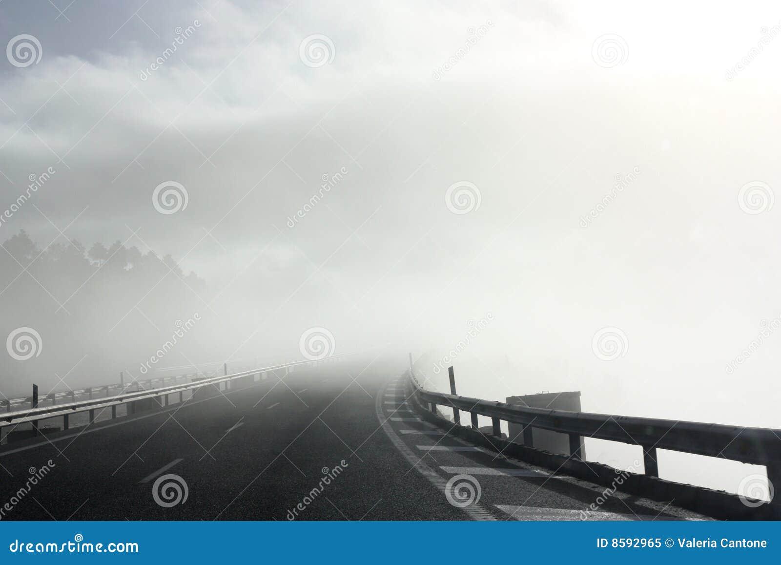 ομιχλώδης δρόμος