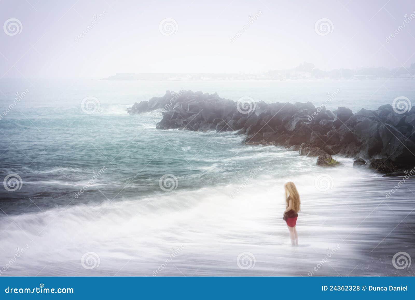 ομιχλώδης θάλασσα θλίψης κατάθλιψης έννοιας