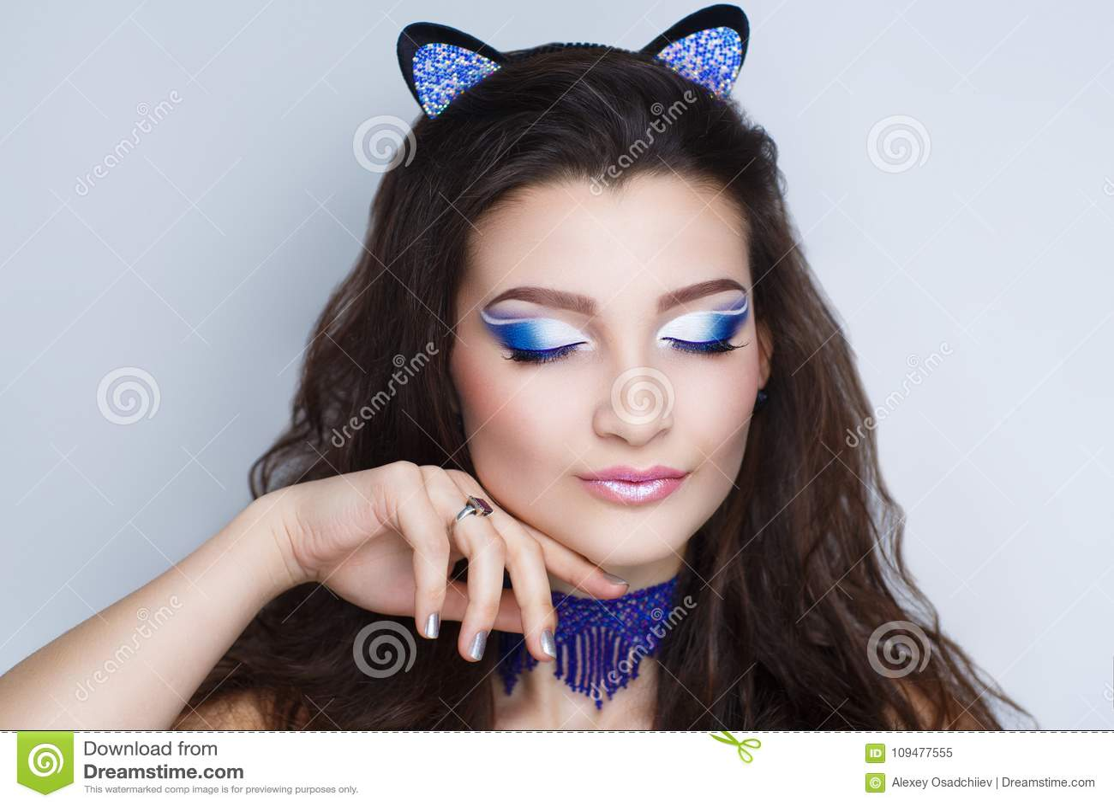 c9899f1dbf6 Ομορφιά αυτιών γατών γυναικών Στοκ Εικόνα - εικόνα από καρναβάλι ...