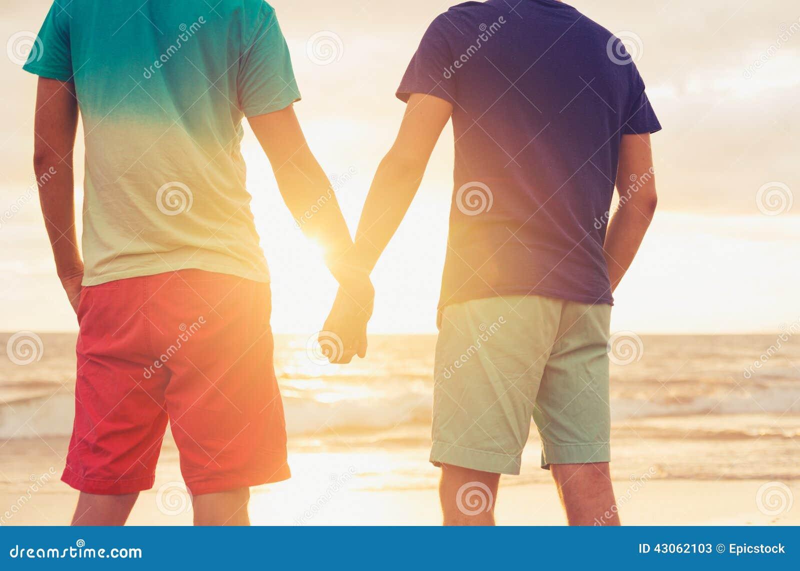 Ομοφυλοφιλικό ηλιοβασίλεμα προσοχής ζευγών
