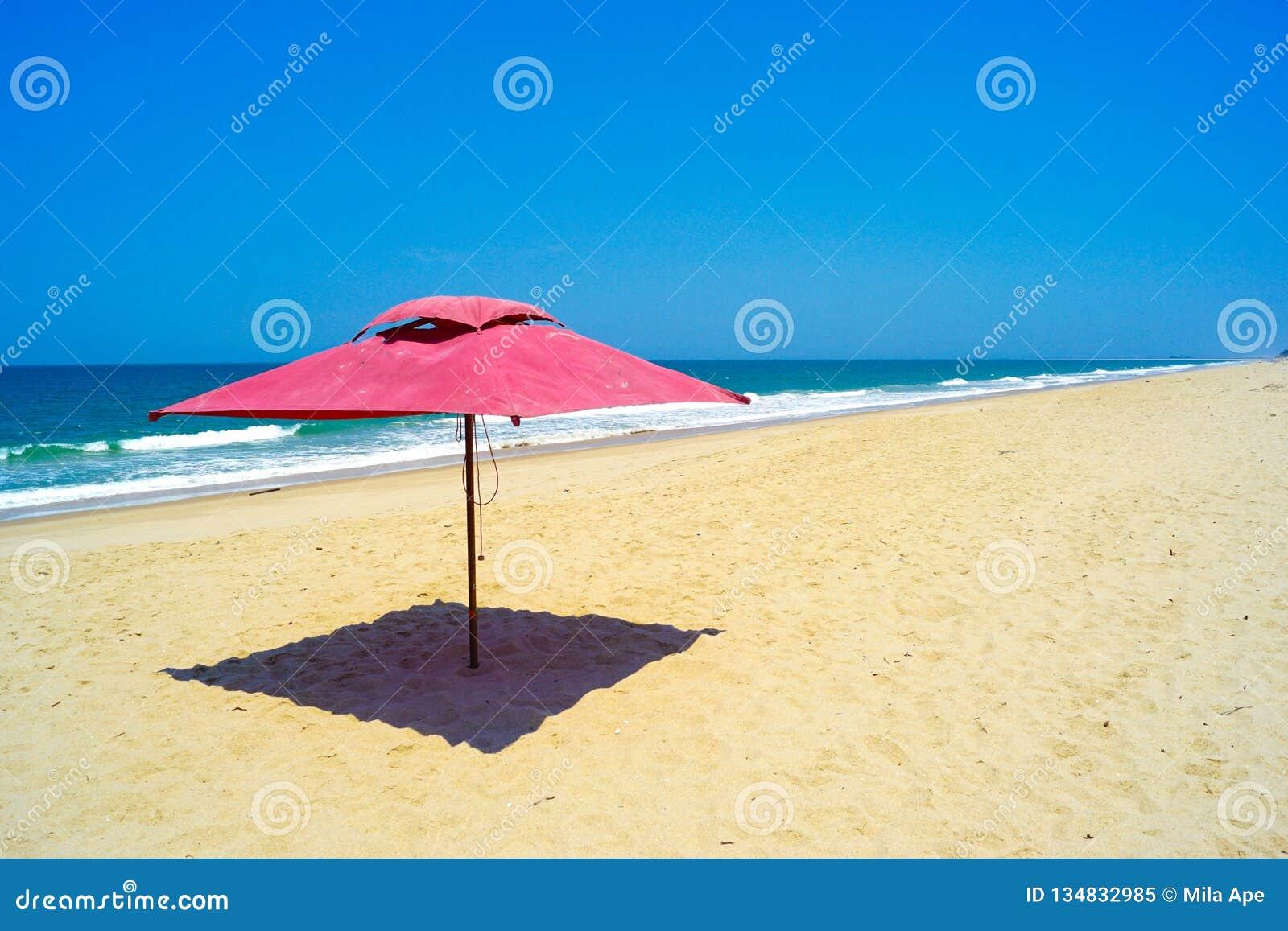 Ομπρέλα στην παραλία