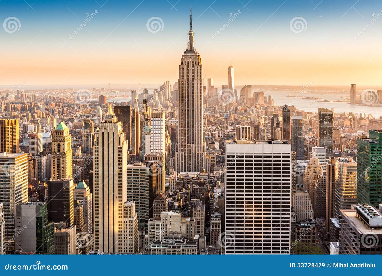 Ορίζοντας της Νέας Υόρκης σε ένα ηλιόλουστο απόγευμα