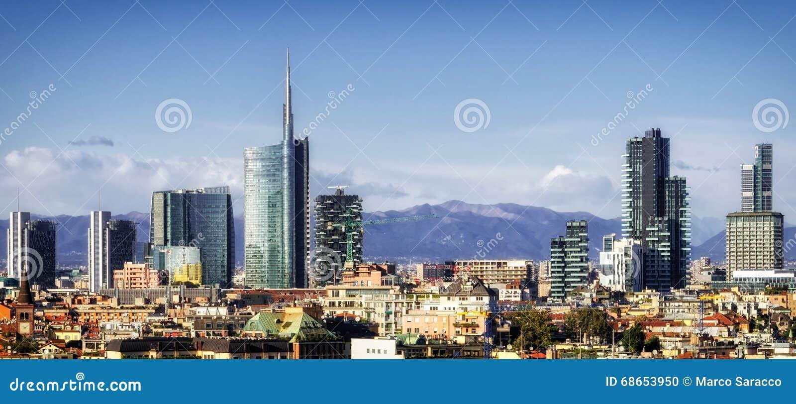 Ορίζοντας του Μιλάνου (Μιλάνο) με τους νέους ουρανοξύστες