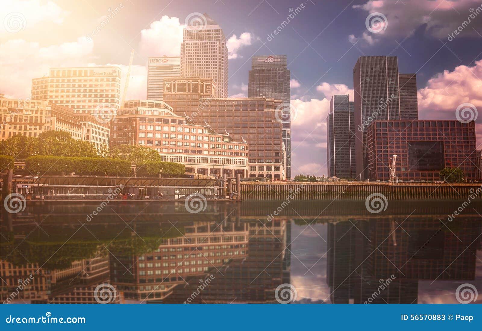 Download Ορίζοντας Canary Wharf εκδοτική στοκ εικόνες. εικόνα από γυαλί - 56570883