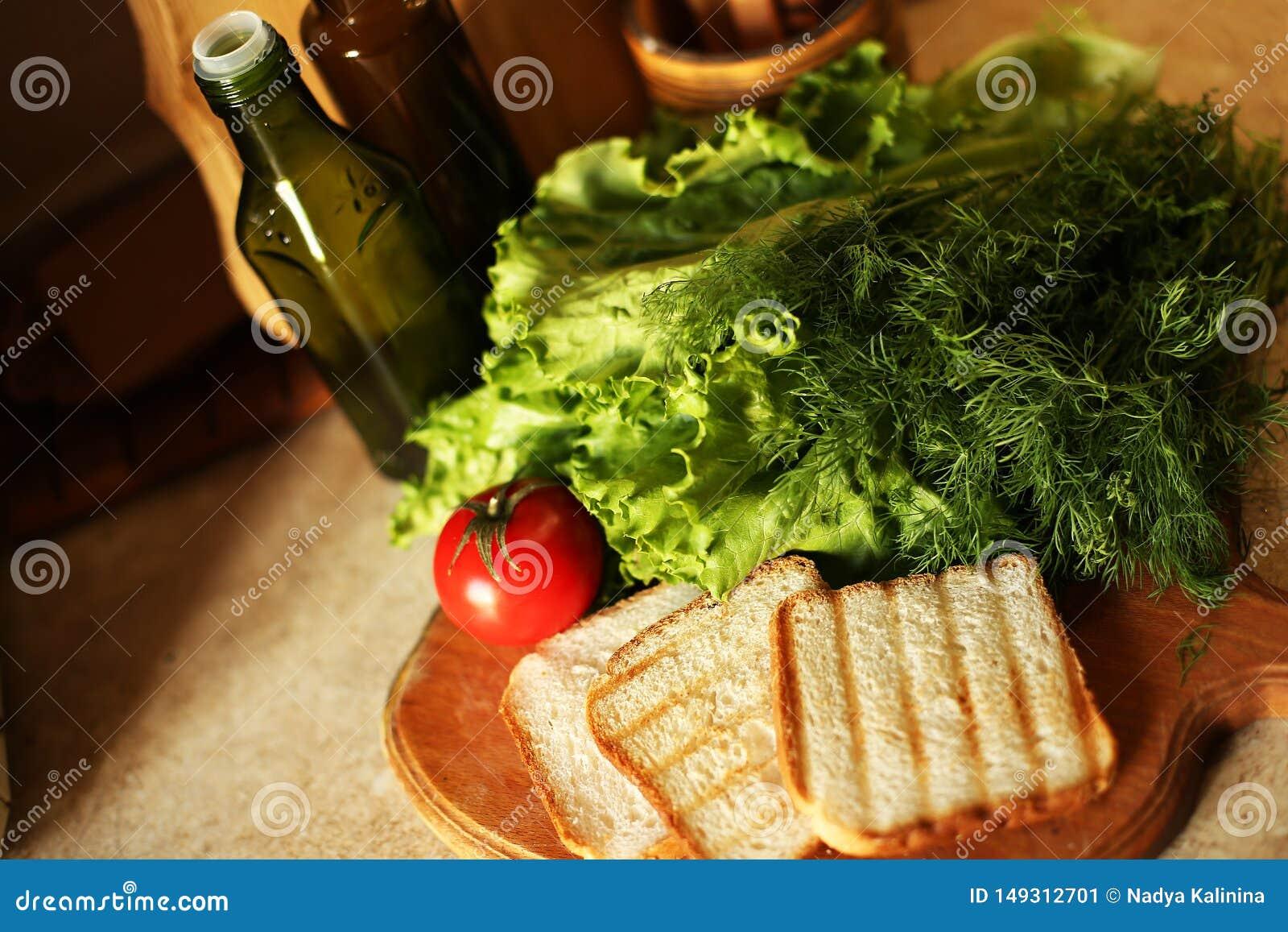 Οργανικός vegan προετοιμάζεται στην κουζίνα